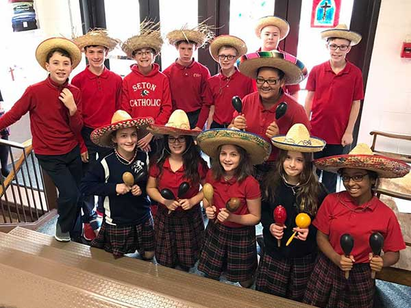 Seton-Students-Cinco-De-Mayo